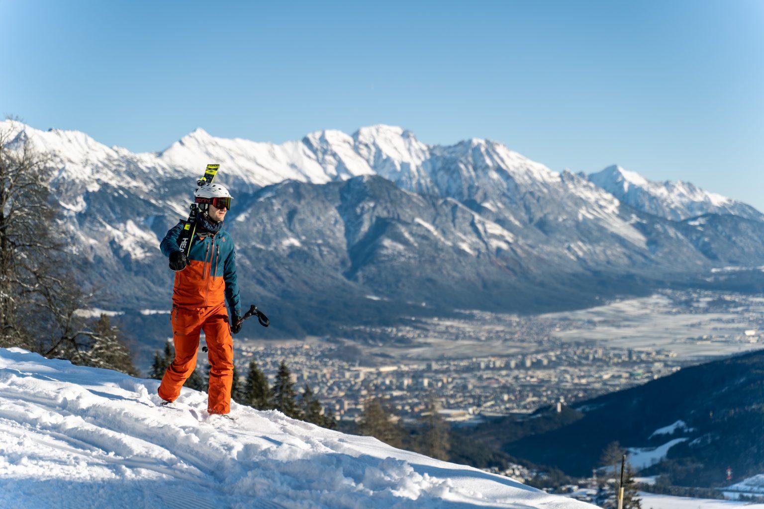 Uitzicht op de stad vanuit skigebied Muttereralm
